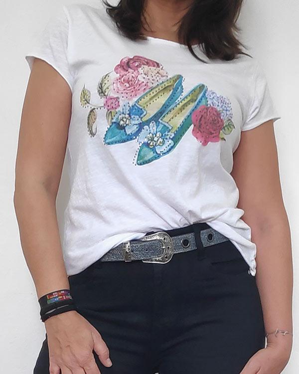 Camiseta-Estampada-Zapatos-y-Rosa